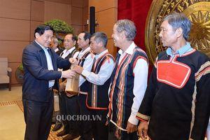 Chủ tịch Hội đồng Dân tộc Hà Ngọc chiến gặp mặt Đoàn đại biểu người có uy tín tiêu biểu tỉnh Gia Lai