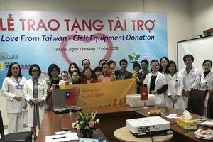Tặng máy nội soi ống mềm của Quỹ Noordhoff Đài Loan cho BV Nhi Trung ương