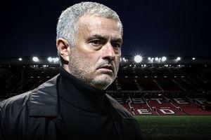 Jose Mourinho bị MU sa thải: Toshiya Miura ở sân Old Trafford