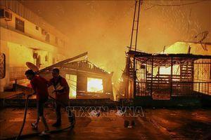 Hỏa hoạn nghiêm trọng tại Brazil thiêu rụi 600 ngôi nhà tạm