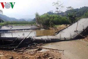 Sập cây cầu thiện nguyện đang thi công tại Yên Bái