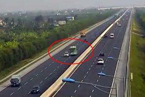 Thót tim xe khách đánh lái, tránh ô tô nổ lốp dừng giữa cao tốc Hà Nội – Hải Phòng