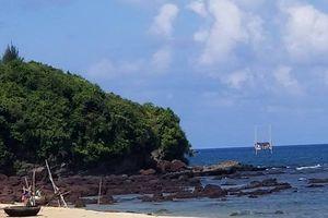 Tắm biển cùng vợ, người đàn ông ở Quảng Nam bị sóng cuốn mất tích