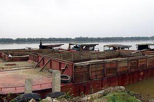 Bắt giữ 5 tàu hút cát trái phép trên sông Thu Bồn trong đêm