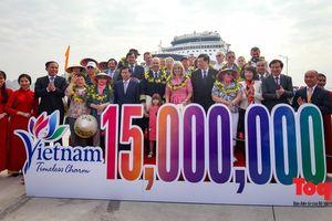 Vị khách thứ 15 triệu: Chắc chắn tôi sẽ trở lại Việt Nam nhiều lần nữa