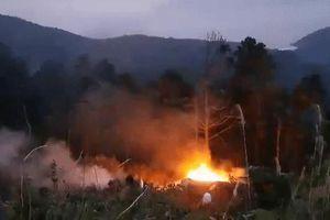 Nóng: Xe bồn chở xăng lao xuống đèo Hải Vân bốc cháy dữ dội, nam tài xế tử nạn