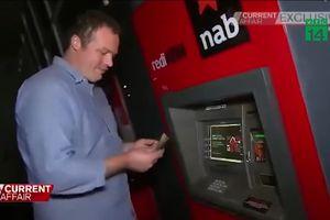 Chàng trai sống như đại gia vì được thoải mái rút tiền tại ATM lỗi