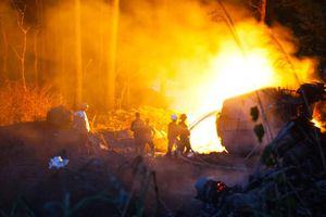 Xe bồn chở xăng phát nổ tại đèo Hải Vân, tài xế tử vong