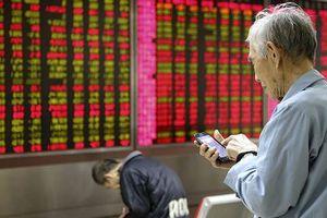 Người già Trung Quốc chật vật bắt kịp ATM
