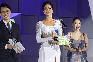 H'Hen Niê được vinh danh là 'Ngôi sao vì cộng đồng' năm 2018