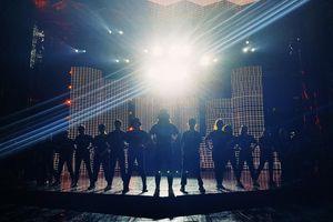 Bạn đã sẵn sàng để 'đối mặt' với sân khấu 'khủng' 1.200 mét vuông tại liveshow Đông Nhi?