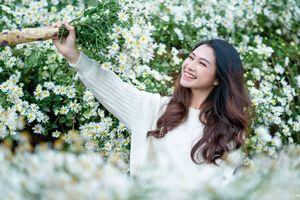 Trọn bộ ảnh Á khôi 1 Đại học FPT khoe dung nhan đẹp hút hồn khi đọ sắc bên cúc họa mi cuối mùa