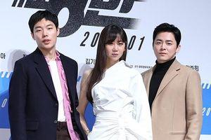 Họp báo 'Hit and Run': Gong Hyo Jin diện trang phục độc lạ, khoe dáng bên Jo Jung Suk - Ryu Jun Yeol