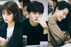 'Gibang Bachelor': Junho (2PM) và Jung So Min tại buổi đọc kịch bản phim cổ trang hài về kỹ nam thời Joseon