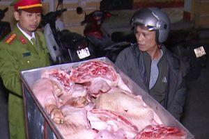 Thái Bình: Vận chuyển 200kg thịt lợn không rõ nguồn gốc