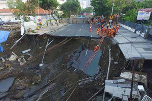 Điều gì khiến đường phố ở Indonesia bỗng thành 'hố tử thần'?