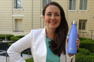 CEO Sarah Kauss kiếm triệu đô từ việc kinh doanh bình nước
