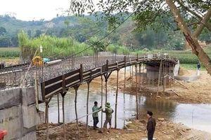 Cầu vừa đổ bê tông đã sập ở Yên Bái: Xác định nguyên nhân