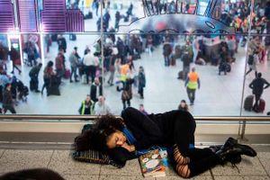 Anh: Sân bay Gatwick mở cửa trở lại sau sự cố UAV