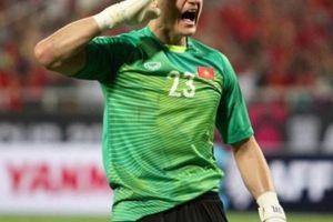 Thủng lưới 13 bàn, Đặng Văn Lâm vẫn được HLV đội bạn khen