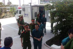 12 bị cáo trong vụ buôn lậu xăng dầu lớn nhất từ trước đến nay lãnh án