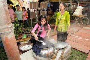 Khai mạc Festival bánh tráng phơi sương Trảng Bàng