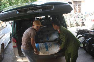 Bắt 2 vụ buôn lậu đường kính lớn ở thị trấn biên ải Lao Bảo