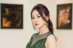 'Quỳnh búp bê' Phương Oanh khoe dáng mảnh mai quyến rũ