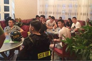 Hàng chục người Trung Quốc thuê biệt thự để làm thẻ ngân hàng giả
