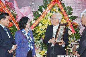 Trưởng Ban Dân vận TW chúc mừng Giáng sinh tại Tòa Giám mục Bắc Ninh