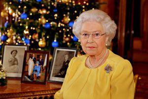 Nữ hoàng Anh không gỡ đồ trang trí Giáng sinh cho tới tháng 2 và lý do đau lòng phía sau