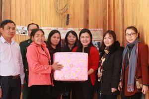 Trao mái ấm tình thương cho phụ nữ nghèo xã biên giới Tân Xuân