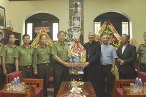 Thiếu tướng Vũ Xuân Viên thăm, chúc mừng Giáng sinh tại Tòa Giám mục Giáo phận Đà Nẵng