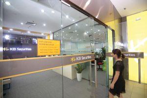 Công ty chứng khoán ngoại bước vào cuộc đua thị phần