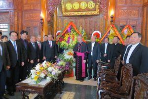 Phó Thủ tướng Thường trực Trương Hòa Bình thăm Tòa Tổng Giám mục Huế