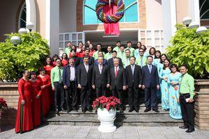 Phó Thủ tướng Thường trực chúc mừng Giáng sinh tại Đà Nẵng