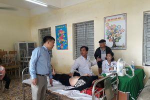 Đoàn bác sĩ khám, phát thuốc cho bà con nghèo tại Thanh Hóa
