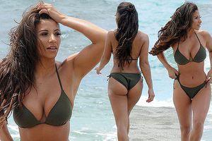 Kayleigh Morris nảy nở hút mắt với bikini 2 mảnh bé xíu