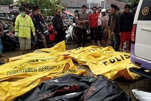 Số người thương vong tăng vọt sau trận sóng thần đổ bộ vào Indonesia