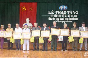 Quỳnh Lưu, Tân Kỳ: Trao Huy hiệu Đảng cho các đảng viên