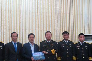 Hội Luật gia Việt Nam làm việc với Quân chủng Hải quân
