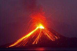 Lý do bất ngờ khiến núi lửa phun trào tạo sóng thần kinh hoàng ở Indonesia