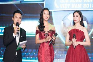 Hoa hậu Trần Tiểu Vy bối rối khi 'chạm mặt' cầu thủ Quang Hải
