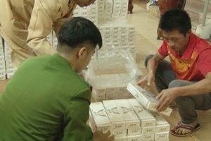 Huế: Bắt quả tang xe container vận chuyển 15.000 gói thuốc Jet nhập lậu