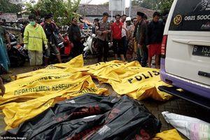 Cảnh tang thương sau sóng thần ở Indonesia