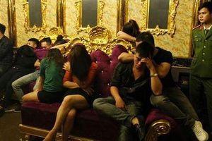 Cô giáo bị bắt quả tang 'chơi' ma túy tập thể ở quán karaoke 'là người hiền lành, giáo viên giỏi'