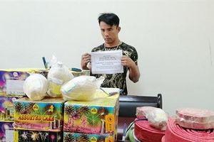 Quảng Bình bắt giữ đối tượng vận chuyển pháo lậu qua biến giới