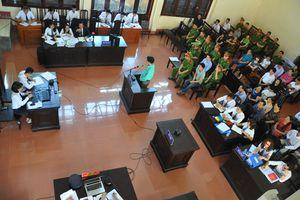 Xét xử vụ chạy thận Hòa Bình: Hơn 10 luật sư bào chữa cho bác sĩ Hoàng Công Lương