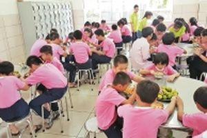 Chia sẻ thực phẩm với trẻ em khuyết tật, kém may mắn