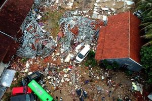 Những người sống sót hoảng loạn sau sóng thần tại Indonesia